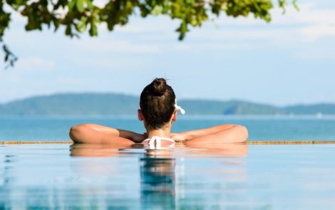 Exercises in Water Best at Easing Pain of Fibromyalgia, Review Suggests